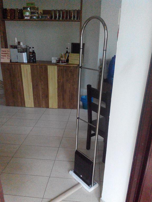 Установка радиочастотной антикражки в магазине с подогревом пола.