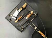 """Мангальний набір з сіткою-гриль """"Кабан"""" 340х260х50 в чохлі зі шкіри ‒ незвичайний подарунок чоловікові"""