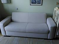 Светлый диванчик в спальню