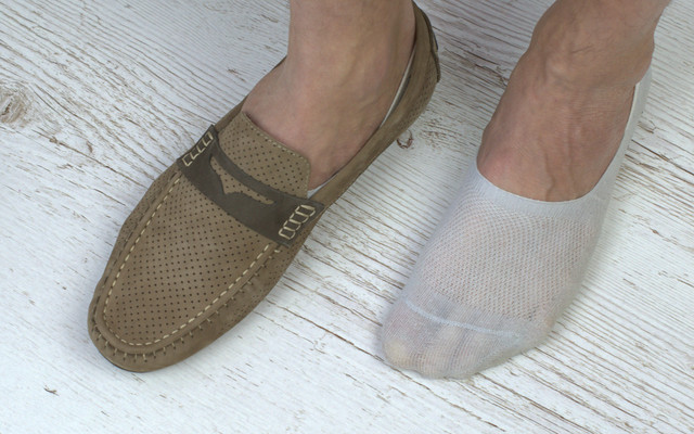 Как носить мокасины с носками