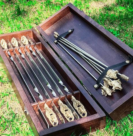 """Подарочный комплект шампуров """"Кабаны"""" с подставкой (разборным мангалом-рамкой), в кейсе из бука, фото 2"""