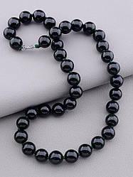 Бусы на шею женские круглые с имитацией камня Каирская ночь тёмно-зелёного цвета бренд SUNSTONES длина 50 см