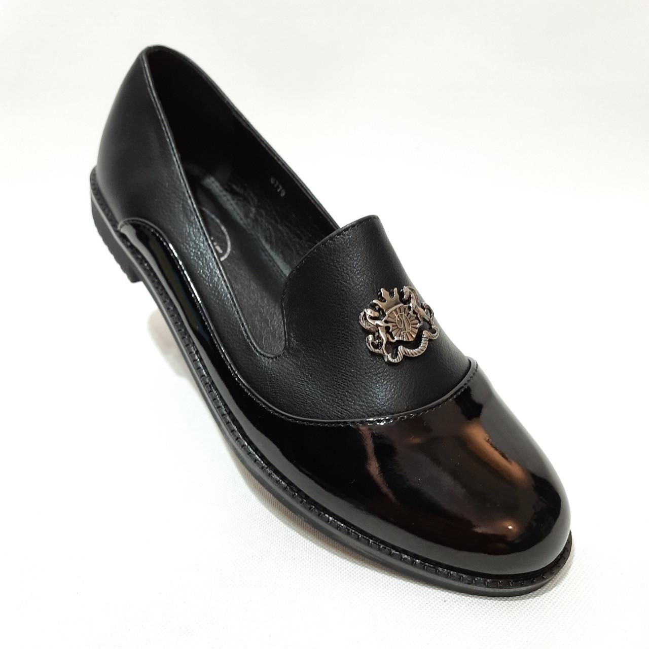 Жіночі туфлі весняні відкриті молодіжні з лаковим носком красиві модні