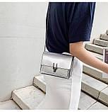 Женская классическая лаковая серая сумочка на цепочке клатч LOVE серый, фото 3