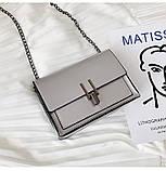 Женская классическая лаковая серая сумочка на цепочке клатч LOVE серый, фото 5