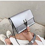 Женская классическая лаковая серая сумочка на цепочке клатч LOVE серый, фото 4