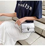 Женская классическая лаковая серая сумочка на цепочке клатч LOVE серый, фото 6