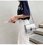 Женская классическая лаковая серая сумочка на цепочке клатч LOVE серый, фото 9
