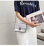 Женская классическая лаковая серая сумочка на цепочке клатч LOVE серый, фото 7
