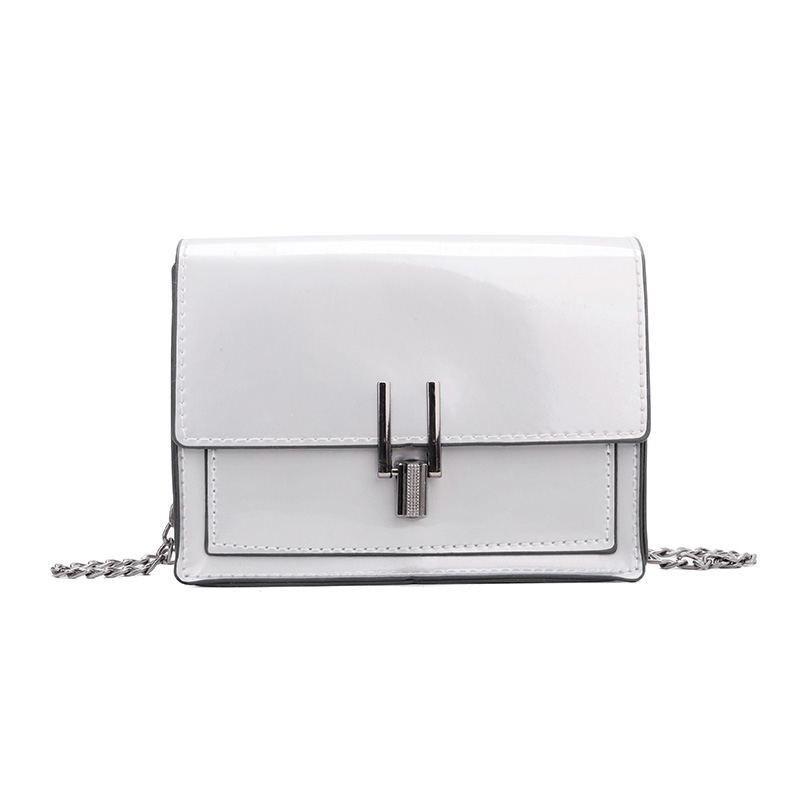 Женская классическая лаковая серая сумочка на цепочке клатч LOVE серый