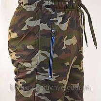 Штаны спортивные мужские камуфляжные под манжет и с молниями на карманах, фото 3