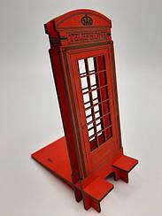 Деревянная подставка для телефона,смартфона.В виде красном телефонной будки