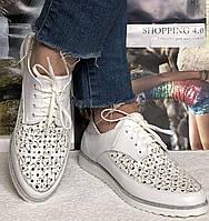 Женские кожаные летние туфли мокасины на шнурках с перфорацией Valentino цвет белый