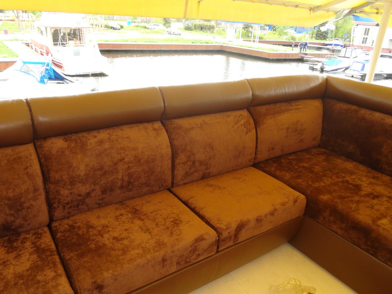 Перетяжка массивного углового дивана. Перетяжка мягкой мебели Днепр.