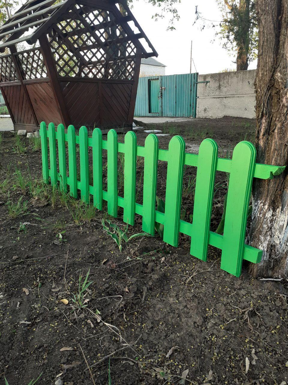 Деревянная штакетка из дуба LNK секция 2000 на 50см в зелёном цвете