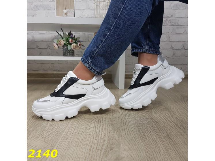 Кроссовки белые с черным на высокой массивной тракторной подошве К2140