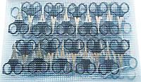 Ножницы маникюрные с черной пластиковой ручкой, на листе