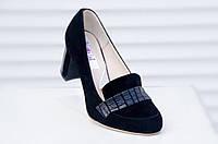 Туфли женские, классические, замшевые, на низком каблуке, без застежки, чёрные. Туфлі жіночі, замшеві, чорні