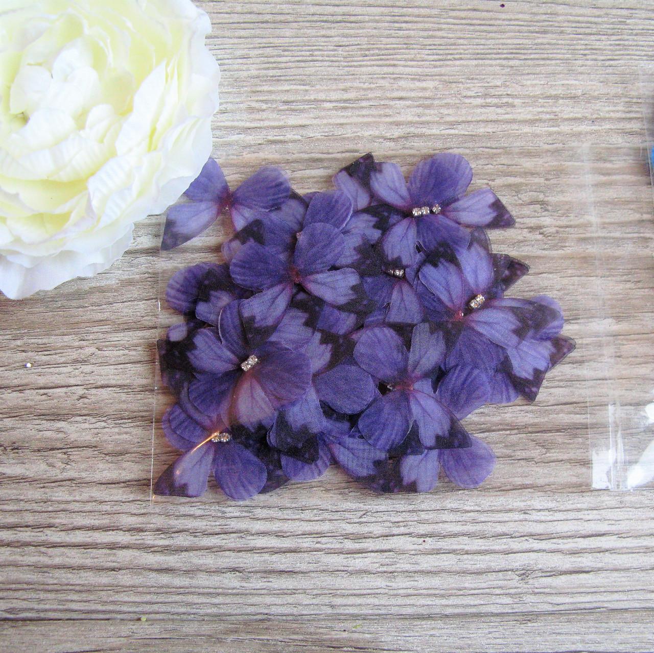 Бабочки маленькая из шифона. Фиолетовая с черными кончиками 3.1 на 2.7 см
