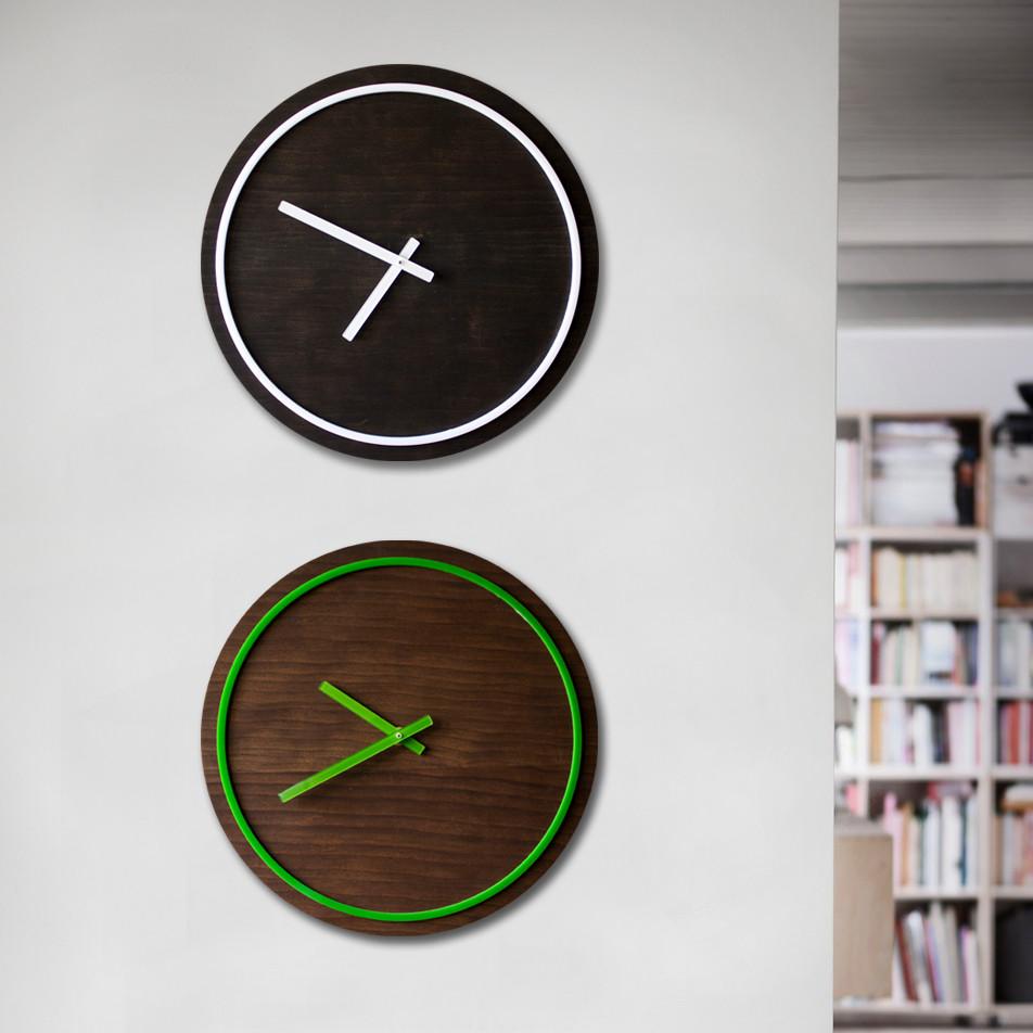 Часы различных оттенков