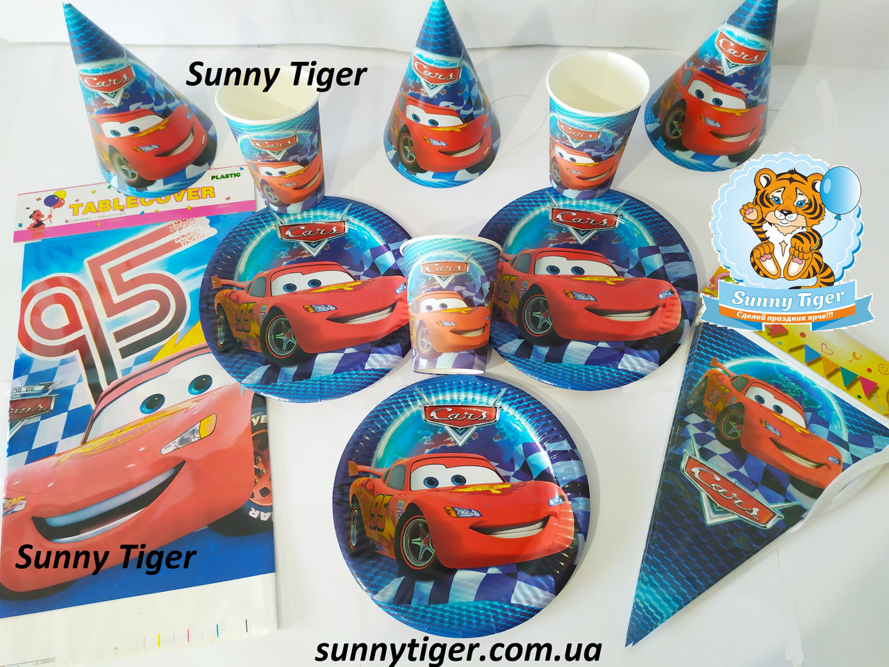 """Набор для детского дня рождения """"Тачки"""". Тарелки, стаканы, колпачки по 10 шт., скатерть и гирлянда"""