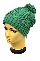 Стильная молодежная шапка зеленого цвета