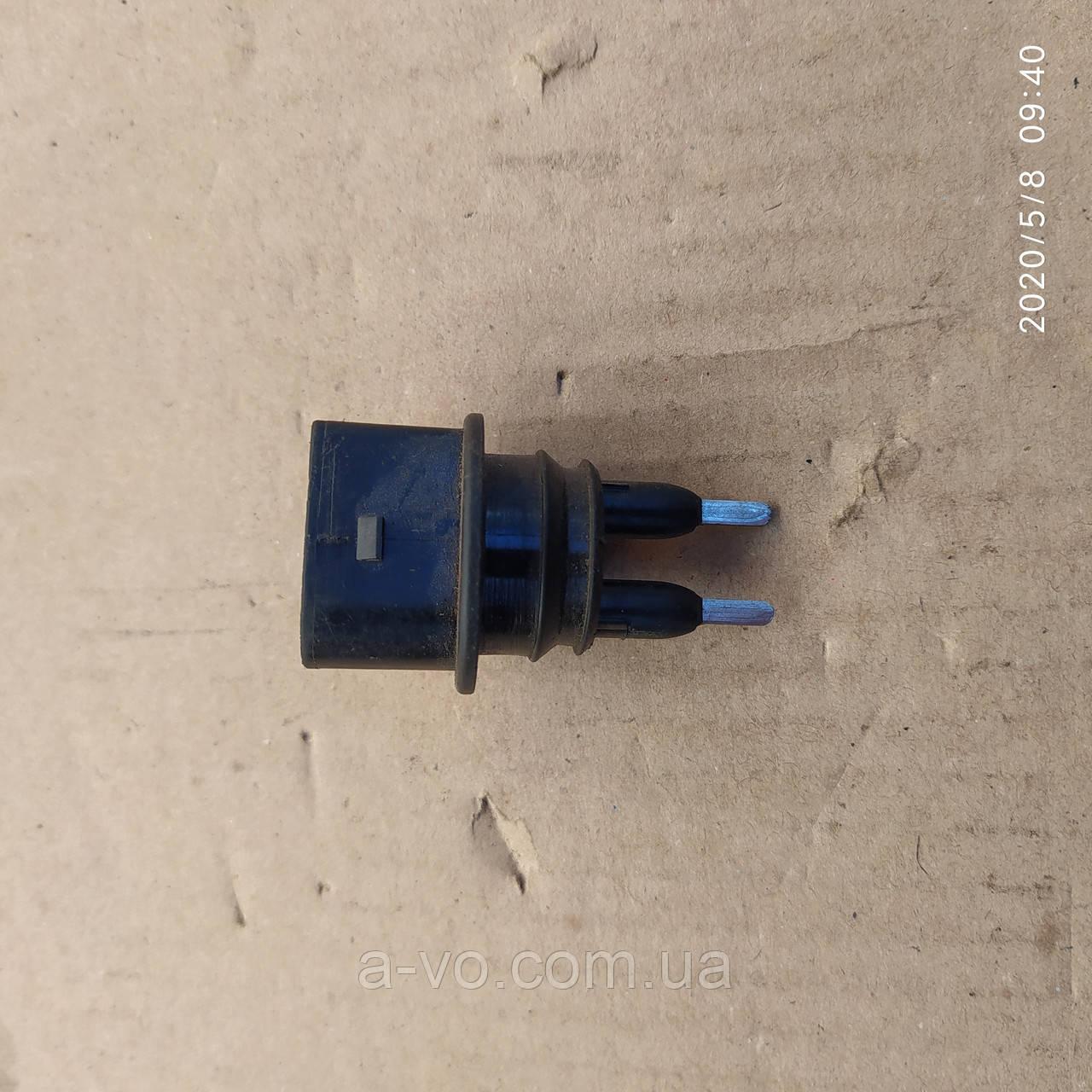 Датчик уровня житкости бачка умывателя VW Passat B 5 Golf 57M0919376