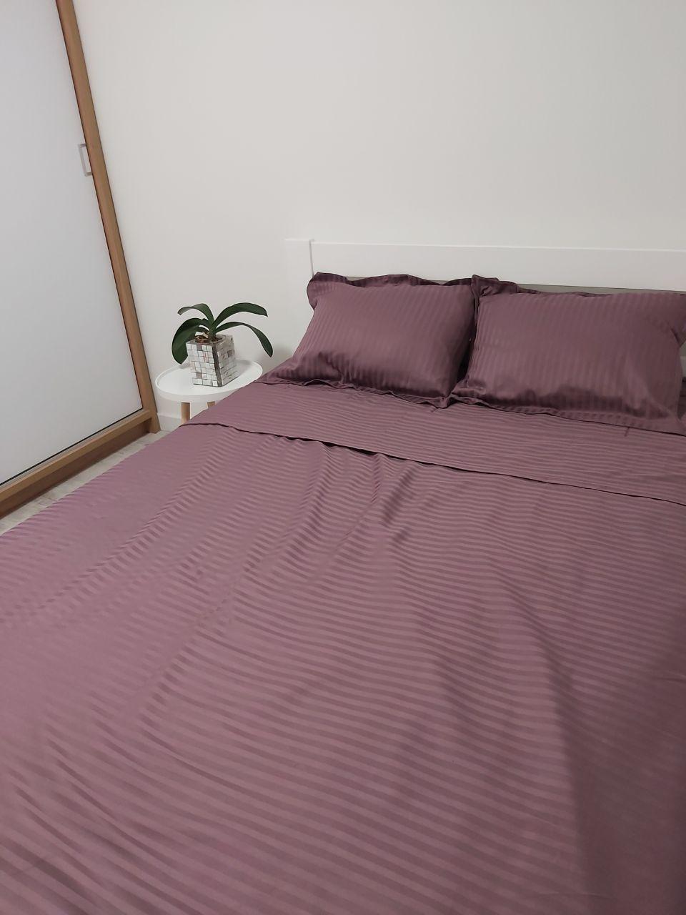 Комплект постельного белья из страйп сатина (полуторный,  цвет терракотовый)