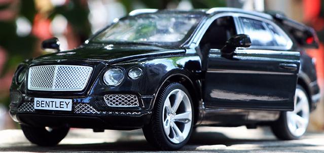Машинка колекційна Bentley Bentayga 1:32