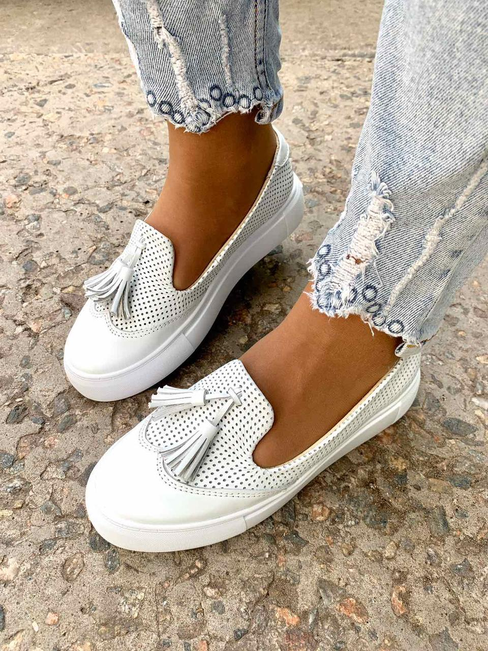 Женские кожаные туфли лоферы слипоны белые