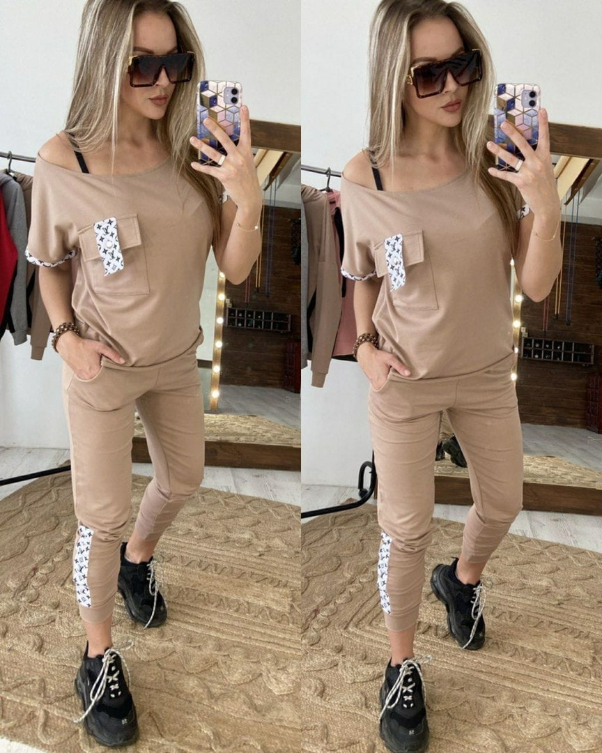 Женский модный бежевый костюм:футболка и штаны с лампасами