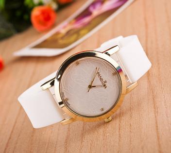 Часы с силиконовым ремешком