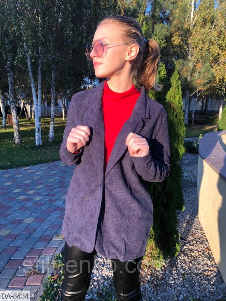 Пиджак с боковыми карманами сзади на спинке разрез