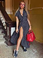 Женское стильное длинное платье в горошек,декорирован фирменным шевроном