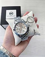 Женские наручные часы на ремешке