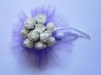 Бутоньерка браслет с цветами  на руку гостям