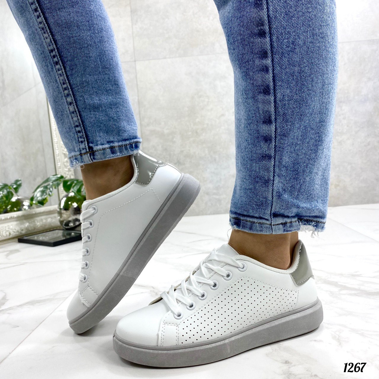 Стильные женские кроссовки белые с серой пяткой эко-кожа
