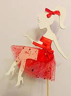 """Великий топпер """"Білий Силует дівчини в червоному платті"""" дерево в торт з шифоном. 15 см без підставки"""