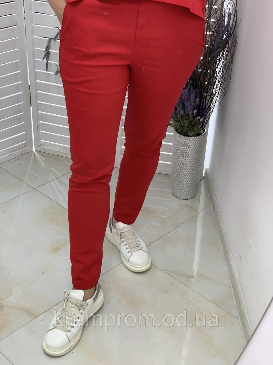 Женские красные зауженные брюки