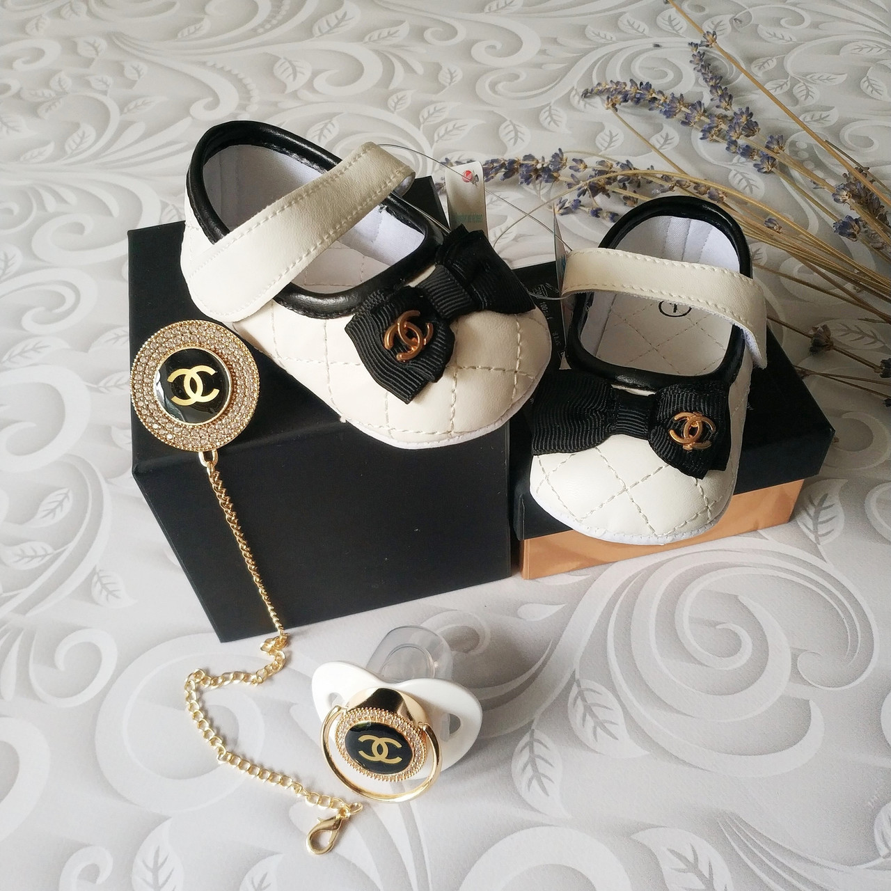 Белые туфли пинетки Chanel