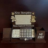 Органайзер с календарем,  подставка для ручек и карандашей