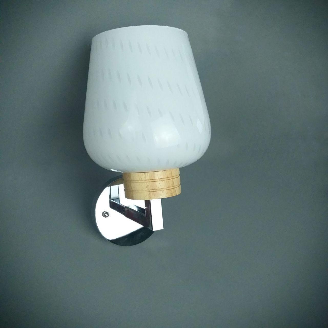 Бра на одну лампу с белым плафоном и деревянным декором  HQ-8215/1W (12шт)