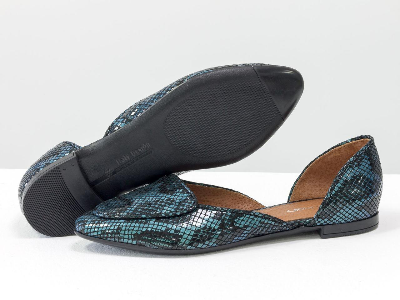 Балетки-лодочки из итальянской матовой кожи бирюзового цвета с текстурой питон