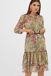 Нарядное свободное шифоновое платье по колено с оборкой внизу цветочный принт оливковое