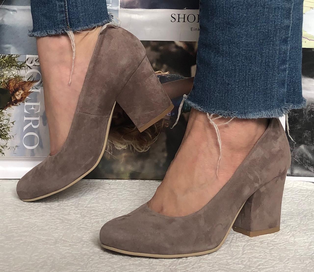 Nona! Женские качественные классические туфли батал размер цвет какао замша взуття на каблуке 7,5 см