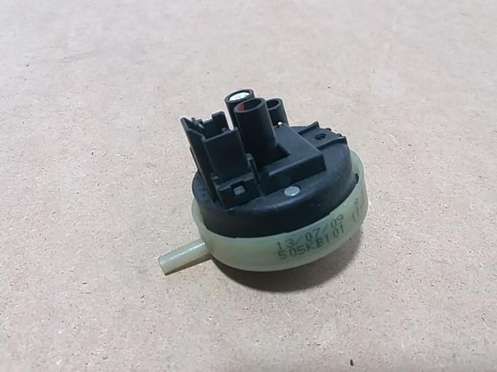 Датчик уровня воды Indesit IWSC5085. 16002406500 Б/У