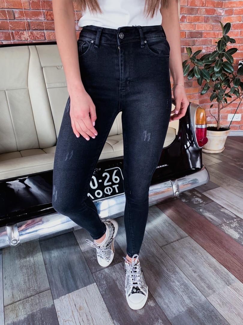 Женские джинсы скини с завышенной посадкой, с потертостями и царапками