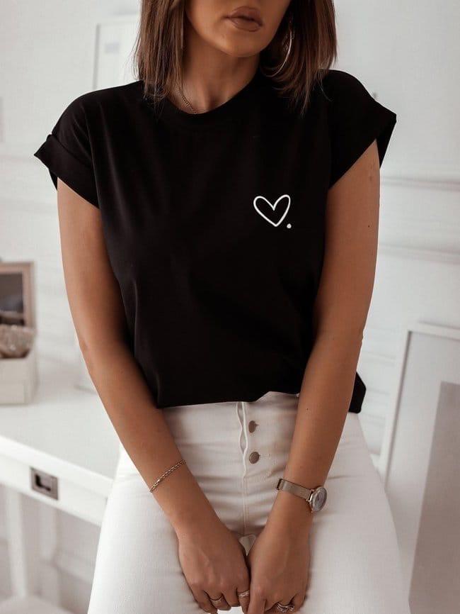 Женская футболка с серцем