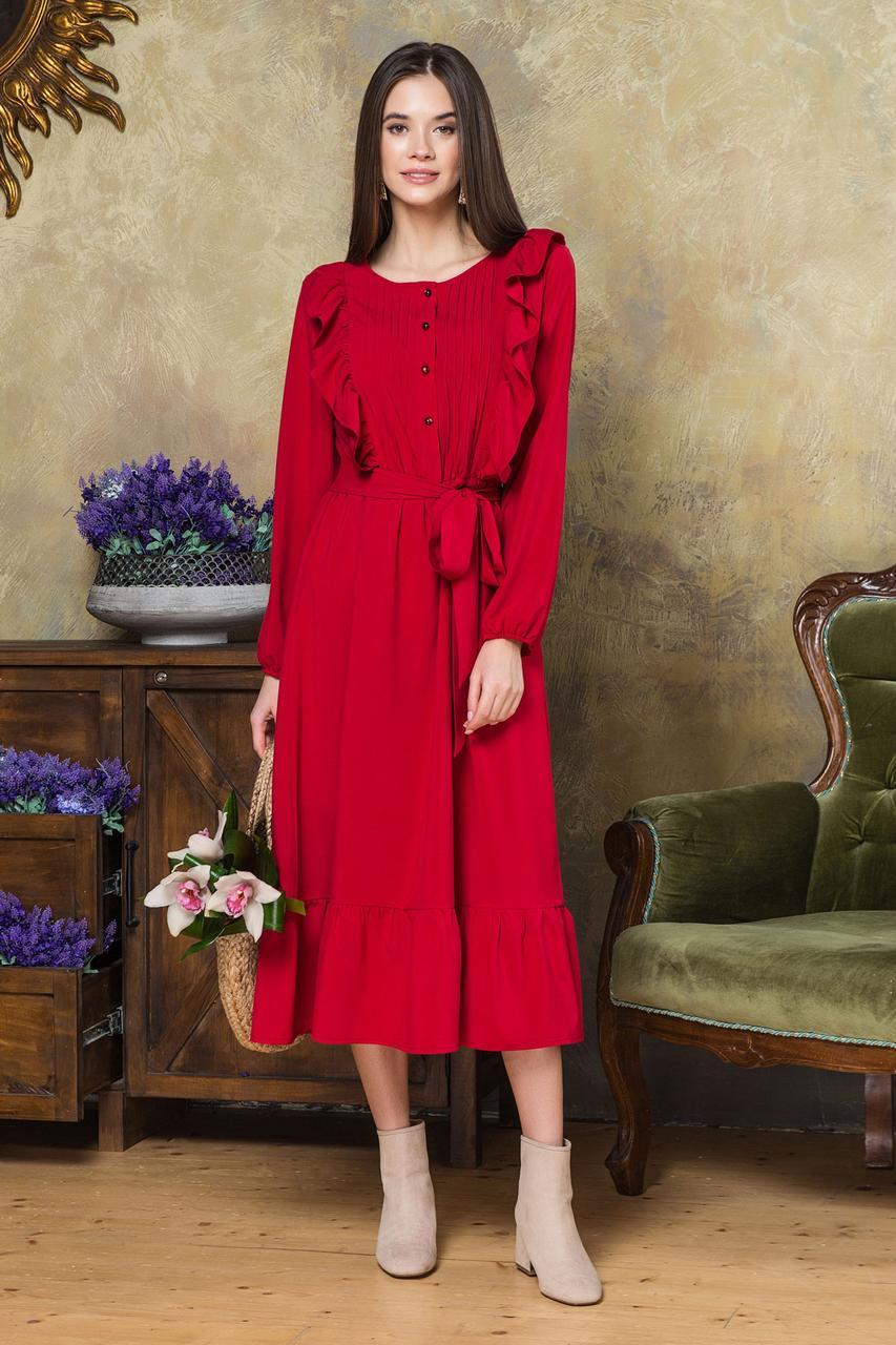 Женское платье миди,ниже колен,с оборкой и рюшами со складочками на груди.Рукава-фонарики.Красное