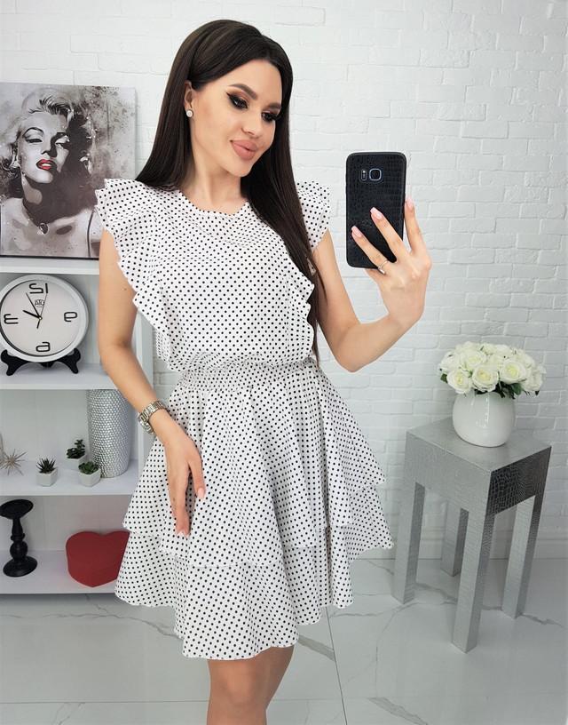 Платье с рюшами в горошек